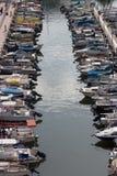小船在赫兹里亚小游艇船坞 库存图片