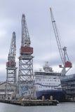 小船在赫尔辛基港口  免版税库存照片