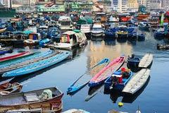 小船在阿伯丁村庄, HK 免版税库存照片