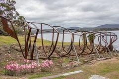小船在阿瑟港,塔斯马尼亚的船身纪念碑 库存图片