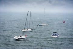 小船在风雨如磐的海 免版税图库摄影