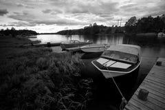 小船在黑白的挪威 库存照片