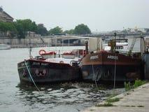 小船在巴黎 免版税库存照片