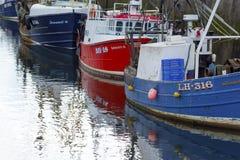 小船在Eyemouth,老渔镇在苏格兰,英国 07 08 2015年 库存图片