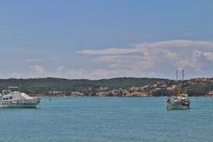 小船在Krk海岛上的Klimno  图库摄影