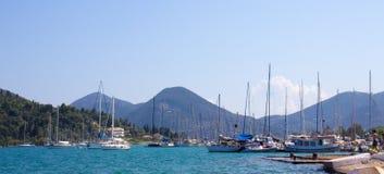 小船在Nidri港口 免版税图库摄影