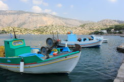 小船在Panormitis港口  希腊海岛symi 免版税库存照片