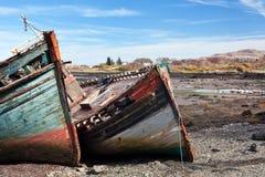 小船在Salen海湾,马尔岛,苏格兰击毁 免版税库存照片