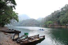 小船在Sattal湖 库存图片