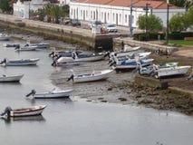 小船在Tavira 库存照片