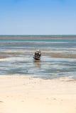 小船处于低潮中 免版税库存图片