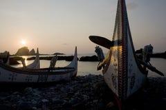小船太平洋日出 免版税库存图片