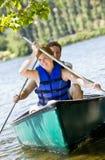 小船夫妇划船 免版税库存照片