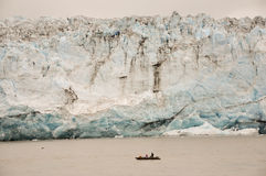 小船子项被变矮小的冰川s 免版税库存图片