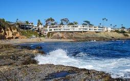 小船峡谷在北部拉古纳海滩,加利福尼亚的海滩或渔夫的小海湾。 免版税库存图片