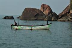 小船巡航在南果阿 免版税库存照片