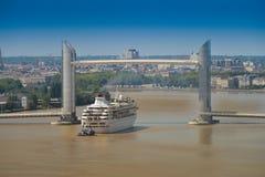 小船巡航法国,阿基旃,吉伦特省, 33,红葡萄酒Bastide, La 免版税库存照片