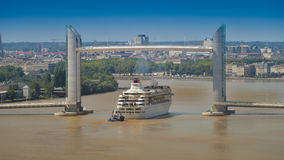 小船巡航法国,阿基旃,吉伦特省, 33,红葡萄酒Bastide, La 图库摄影