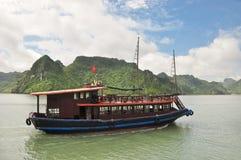 小船巡航的越南语 免版税库存照片