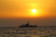 小船巡逻 免版税库存照片