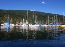 小船帆柱反映风帆 免版税库存照片