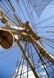 小船帆柱老索具航行 免版税库存照片