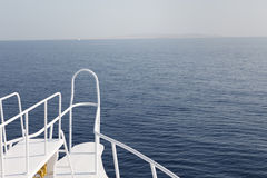 小船平面的前水 库存照片