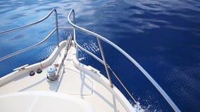 小船弓航行在蓝色地中海 影视素材