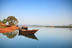 小船捕鱼做的现有量印地安人 库存图片