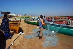 小船捕鱼印地安人 库存图片