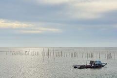 小船捕鱼女孩端口开会 免版税图库摄影