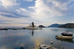 小船捕鱼希腊端口 免版税库存图片