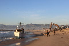 小船捕鱼抢救 免版税图库摄影