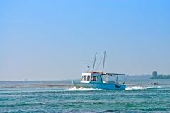 小船捕鱼海运 免版税库存照片