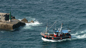 小船捕鱼西班牙 免版税库存图片