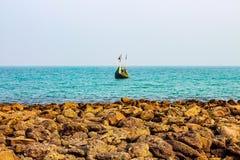 小船捕鱼去 免版税库存照片