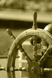 小船方向盘 免版税库存图片
