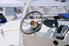 小船方向盘 免版税图库摄影