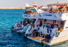 小船旅行和潜水学校在Egyp 免版税库存图片