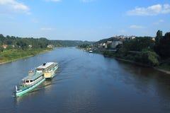 小船旅行在皮尔纳 免版税图库摄影