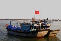 小船日落越南 免版税库存照片