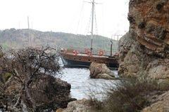 小船最近的岸 免版税库存图片