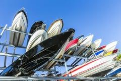 小船机架在Rickenbacker小游艇船坞在Key Biscayne 免版税库存照片