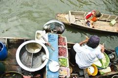 小船浮动的市场面条 免版税库存图片