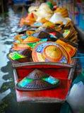 小船浮动的帽子市场 免版税库存照片