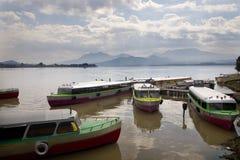 小船海岛janitizo湖墨西哥patzcuaro出租汽车 图库摄影