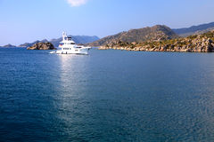 小船海岸土耳其白色 免版税图库摄影