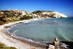 小船海岸线很少人非常浇灌的水晶塞浦路斯 库存照片