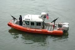 小船海岸警卫队巡逻 库存照片