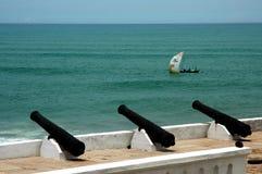 小船海角城堡海岸捕鱼 库存照片